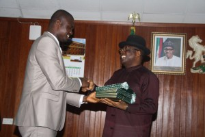 Ebonyi State Governor, Engr. Dave Umahi (Right), receiving some bills from the Speaker, Ebonyi State House of Assembly, Francis Nwifuru for his assent at the Exco Chamber, Government House, Abakaliki on Thursday.