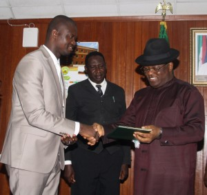 L-R: Speaker, Ebonyi State House of Assembly, Francis Nwifuru; Commissioner for Justice, Augustine Nwankwegu; and Governor Dave Umahi of Ebonyi State during the signing of three bills sent to the governor by the assembly in Abakaliki on Thursday.