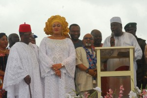 L-R: Governor David Umahi of Ebonyi State and wife, Rachel; Sen. Dr. Chris Ngige; and SGF, Engr. Babachir Lawal, during the burial of the mother of the governor in Uburu on Friday. Photo: EBSG