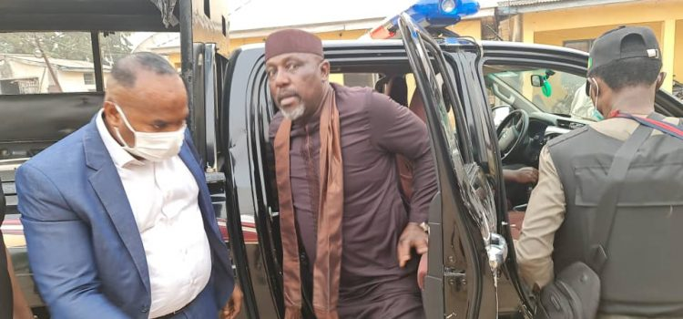 Photospeak: Show Of Power In Owerri As Okorocha Is Arrested